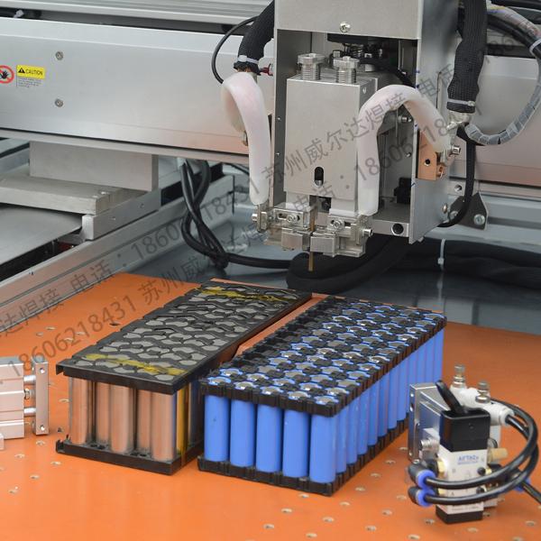动力电池点焊机工作现场